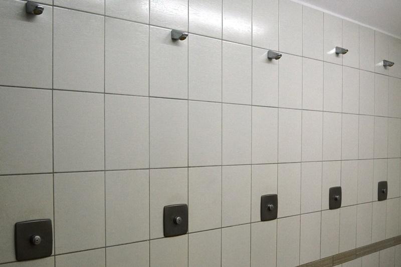 fot. 1. Wymieniona glazura i armatura pryszniców - POZIOM zm